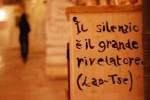 pensiero mindfulness di Lao Tse. IL silenzio è il grande rivelatore.
