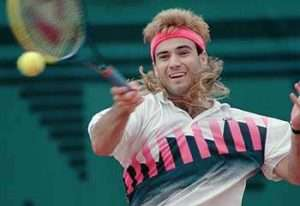 Agassi in campo sorride